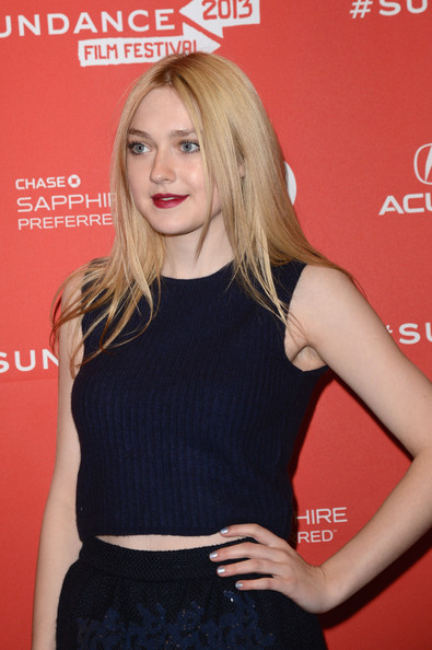 More Pics of Dakota Fanning Crop Top (1 of 20) - Crop Top Lookbook - StyleBistro