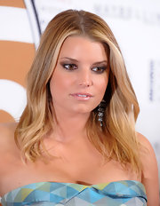 Jessica Simpson added a little sparkle to her bronzed look with metallic brown shadow.