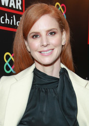 Sarah Rafferty wore her hair in a loose side-parted style at the Good for a Laugh comedy fundraiser.
