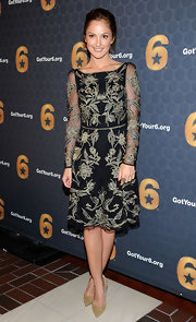 Minka Kelly looked positively lovely in this embroidered frock at the 'Got Your 6' press conference.