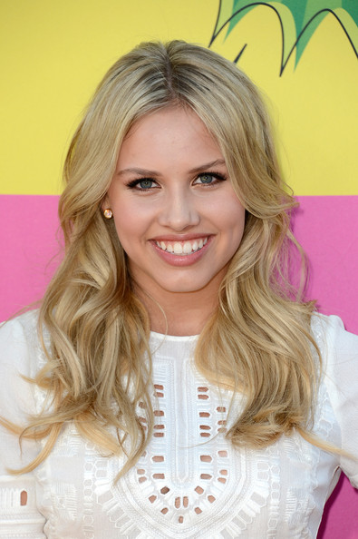 Gracie Dzienny Beige Lipstick [hair,blond,hairstyle,eyebrow,beauty,layered hair,chin,pink,hair coloring,long hair,arrivals,gracie dzienny,kids choice awards,california,los angeles,usc galen center,nickelodeon]