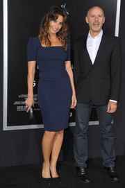 Gina Gershon looked timeless in this navy sheath dress when she attended the 'Gravity' premiere.