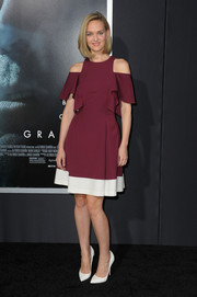 Jess Weixler went for a modern feel with this burgundy and white dress featuring shoulder cutouts during the 'Gravity' premiere.