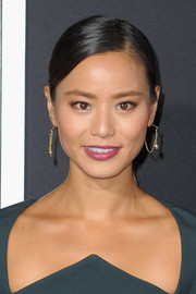 Jamie Chung styled her locks in a sleek side-parted ponytail for the premiere of 'Gravity.'