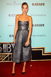 Laura Dundovic was a style standout in a textured silver strapless dress at the 'Gatsby' premiere in Sydney.