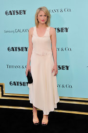 Mamie Gummer chose a cream-colored gown that featured an embellished bodice and an asymmetrical hemline for her look at 'The Great Gatsby' premiere.