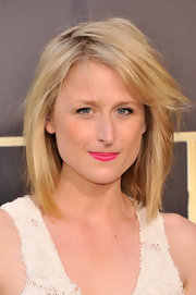 Mamie Gummer's blonde layered locks looked low key on the red carpet.