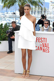 Anais Monory kept her Cannes Film Festival look soft and airy with this three-tiered one-shoulder dress.