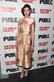 Anne Hathaway completed her girly attire with a matching floral skirt.