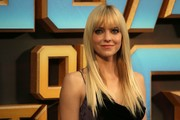 Anna Faris wore her hair in sleek straight layers with wispy bangs at the 'Guardians of the Galaxy Vol. 2' European gala screening.