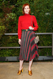 Karen Elson paired her top with a pleated print skirt.