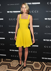 Leelee Sobieski teamed her flirty lime dress with black canvas ankle strap pumps with espadrille platforms.
