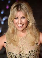 Ari Graynor kept her evening look casual but stylish with this naturally wavy 'do.
