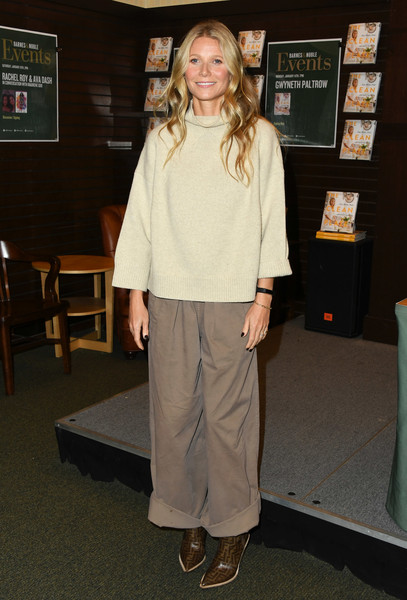 More Pics of Gwyneth Paltrow Long Wavy Cut (1 of 25) - Long Hairstyles Lookbook - StyleBistro [the clean plate,clothing,shoulder,fashion,outerwear,fashion design,trousers,shoe,gwyneth paltrow signs,california,los angeles,the grove,barnes noble]