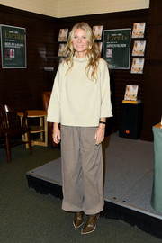 Gwyneth Paltrow sealed off her look with a pair of brown cowboy boots by Fendi.