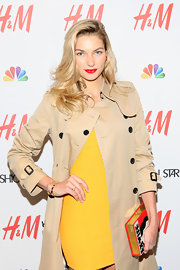 Jessica Hart completed her perfect ensemble at the 'Fashion Star' soiree with this classic trench.