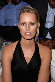 Karolina Kurkova attended the H&M fashion show wearing a very modern French twist.