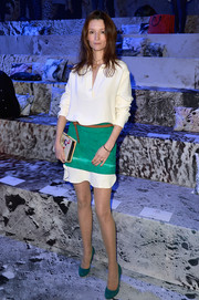 Audrey Marnay cleverly styled her tunic with a green mini skirt.