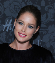 Doutzen Kroes opted for a classic look with this sleek bun when she attended the H&M and Vogue Studios Between the Shows party.