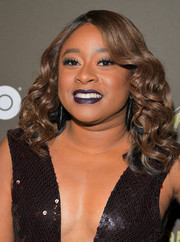 Phoebe Robinson sported high-volume, shoulder-length curls at the '2 Dope Queens' slumber party premiere.