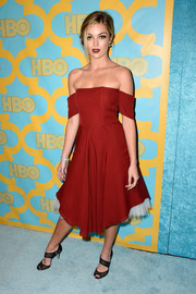 Lili Simmons was still in a Christmassy mood during the HBO Golden Globes party, wearing a red off-the-shoulder dress with white petticoat peeking.