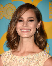 Baily Noble looked oh-so-pretty wearing her hair with gentle waves at the HBO Golden Globes party.