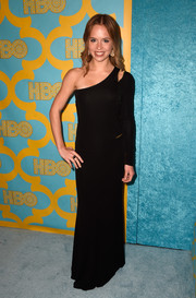 Ryann Shane went for edgy glamour at the HBO Golden Globes party in a black one-sleeve gown with a shoulder cutout and zipper detailing.