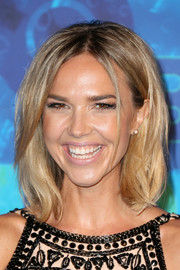 Arielle Kebbel sported a textured lob during HBO's post-Emmy reception.