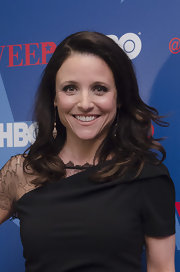 Julia Louis-Dreyfus left her shoulder-length waves loose when she attended the 'Veep' season 2 premiere.