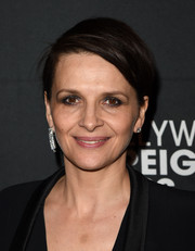 Juliette Binoche went for a breezy short 'do when she attended the HFPA and InStyle TIFF celebration.