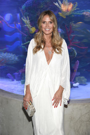 Heidi Klum attended a dinner at Ocean Resort Casino carrying a stylish snakeskin print clutch.