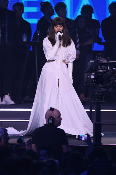 Hailee Steinfeld Cutout Dress [performance,entertainment,performing arts,event,singing,stage,public event,fashion,concert,singer,hailee steinfeld,stage,bilbao exhibition centre,spain,mtv,emas 2018 - show]