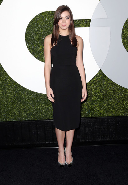 Hailee Steinfeld Evening Pumps [clothing,dress,cocktail dress,little black dress,fashion model,shoulder,carpet,fashion,neck,flooring,arrivals,hailee steinfeld,gq men of the year party,chateau marmont,california,hollywood,bar marmont,gq men of the year party]