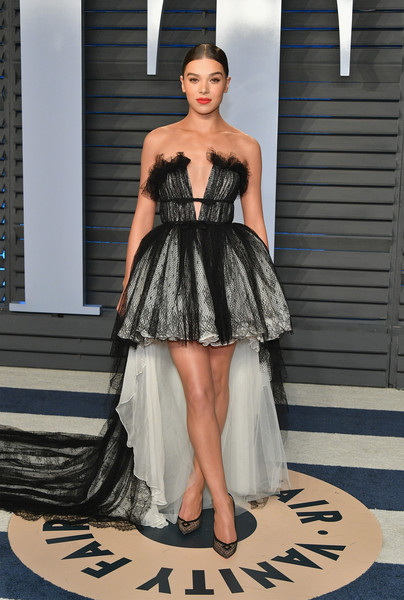 Hailee Steinfeld Pumps [oscar party,vanity fair,fashion model,catwalk,cocktail dress,fashion,fashion show,beauty,dress,shoulder,haute couture,gown,beverly hills,california,wallis annenberg center for the performing arts,radhika jones - arrivals,radhika jones,hailee steinfeld]