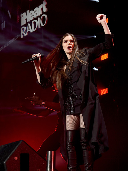 Hailee Steinfeld Duster [performance,music artist,performing arts,stage,event,singer,singing,musician,music,performance art,hailee steinfeld,san jose,california,sap center,wild 94.9,fm,capital one,jingle ball 2016 - show]