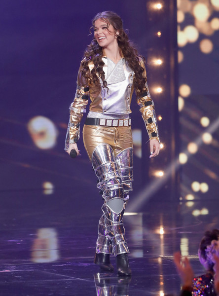 Hailee Steinfeld Skinny Pants [handout photo,performance,fashion show,entertainment,fashion,fashion model,public event,runway,music artist,event,performing arts,hailee steinfeld,california,hollywood,dolby theatre,paramount,lip sync battle live: a michael jackson celebration]
