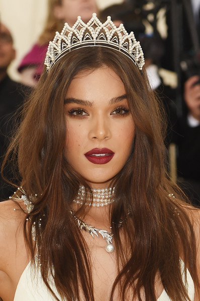 Hailee Steinfeld Pearl Pendant [heavenly bodies: fashion the catholic imagination costume institute gala - arrivals,hair,headpiece,hair accessory,clothing,hairstyle,eyebrow,lip,crown,beauty,fashion accessory,new york city,metropolitan museum of art,hailee steinfeld]