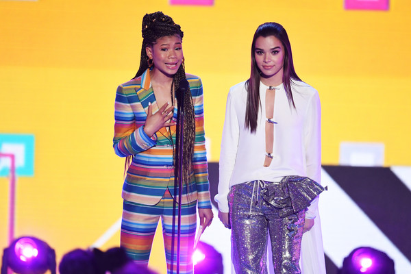 Hailee Steinfeld Loose Blouse [performance,yellow,fashion,talent show,youth,event,fun,music artist,fashion design,stage,storm reid,hailee steinfeld,kids choice awards,inglewood,california,nickelodeon,the forum,show]