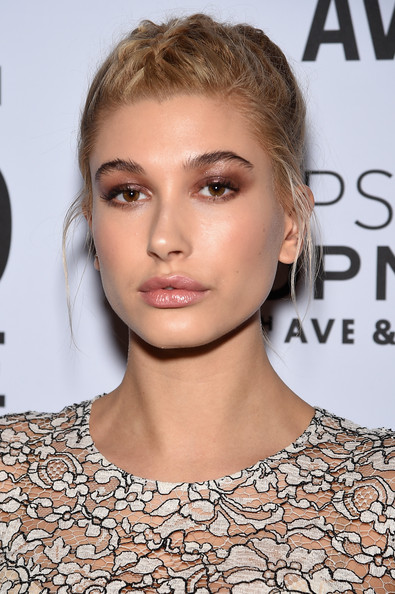 Hailey Baldwin Neutral Eyeshadow