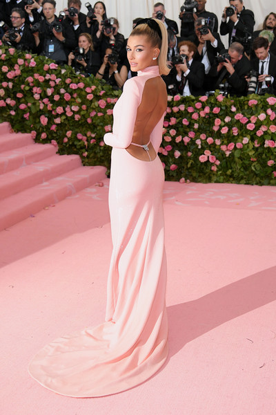 Hailey Bieber Form-Fitting Dress [red carpet,gown,dress,clothing,carpet,shoulder,pink,flooring,fashion,haute couture,fashion - arrivals,hailey bieber,notes,fashion,new york city,metropolitan museum of art,met gala celebrating camp]