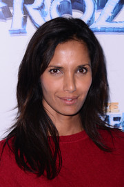 Padma Lakshmi wore her tresses loose with an off-center part and stylish layers during the 'Disney On Ice Presents Frozen' show.