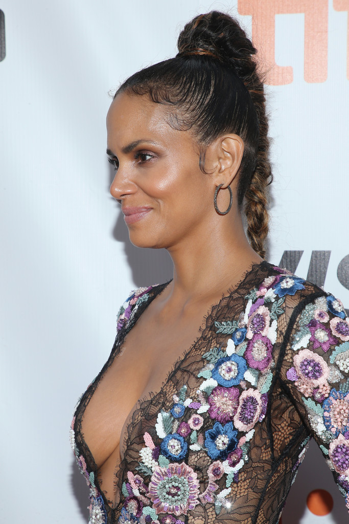 Halle Berry Long Braided Hairstyle Halle Berry Looks