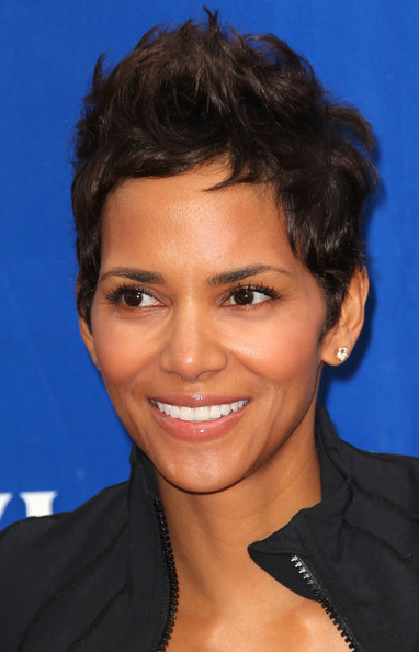 Halle Berry Pixie [hair,face,hairstyle,eyebrow,chin,forehead,smile,black hair,pixie cut,california,los angeles,eif revlon run/walk for women,halle berry]