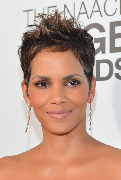 Halle Berry Spiked Hair [red carpet,hair,face,eyebrow,hairstyle,chin,forehead,skin,lip,beauty,eyelash,halle berry,naacp image awards,the shrine auditorium,los angeles,california]