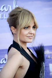 Mena Suvari was sexily coiffed with a loose bun and parted bangs at the Hallmark Channel Summer TCA Press Tour.