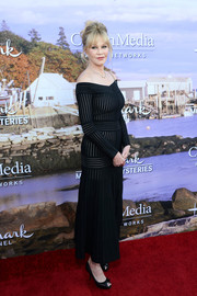 Melanie Griffith complemented her dress with classic black peep-toe pumps.