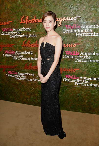 Han Hyo-Joo Strapless Dress [salvatore ferragamo,han hyo-joo,dress,clothing,fashion,strapless dress,formal wear,cocktail dress,gown,event,premiere,bridal party dress,wallis annenberg center for the performing arts inaugural gala,beverly hills,california,wallis annenberg center for the performing arts inaugural gala,red carpet]