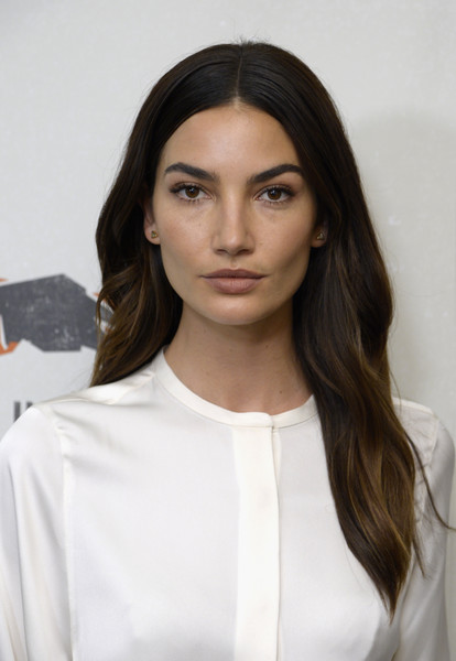 Lily Aldridge wore her hair with a center part and just a subtle wave at the Hand in Hand: A Benefit for Hurricane Relief.