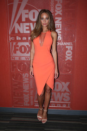 Hannah Davis teamed her sultry dress with simple white ankle-strap sandals.