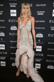 Devon Windsor completed her head-turning look with a pair of gold triple-strap sandals.